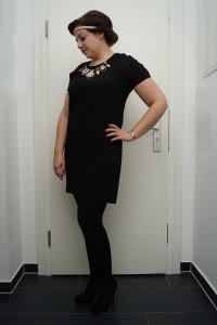Party Outfit mit Retro Frisur