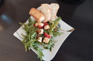 Selbstgemachter Salat Rucola