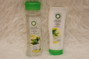 Neues Haarshampoo und Pflegespülung Herbal Essences Clearly naked