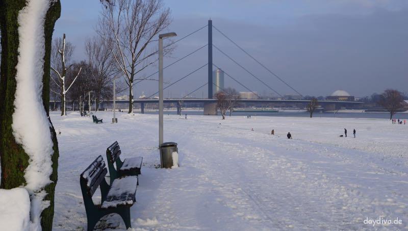 Düsseldorf-Oberkasseler-Brücke-daydiva