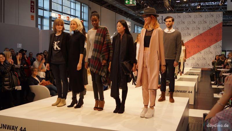 Alle 5 Modebloggerinnen auf der Bühne