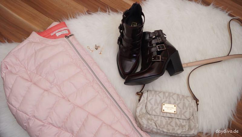 Jacke, Schmuck, Tasche und Schuhe für den Frühling