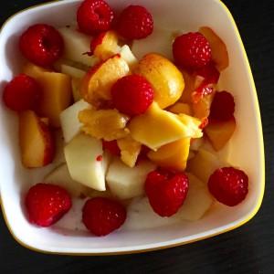 gesundes Obst auf Yoghurt