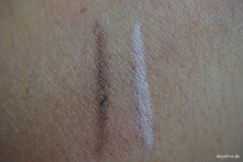 Augenbrauenstift und Highlighter im Swatch