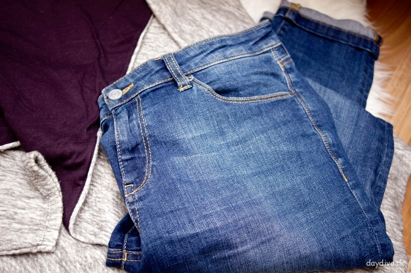 Jeans Denim dunkelblau umgekrempelt