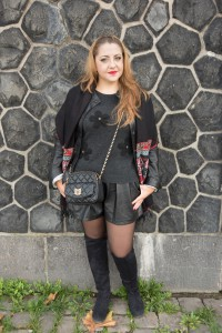 Mein Outfit: Jacke Bibba, Short H&M, Pulli Tkmaxx, Tasche Moschino, XL-Schal Primark, Overknee Stiefel H&M