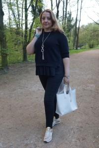 Knitwear Cos, Jeans H&M, Tasche Furla, neue Sneakers Sasha