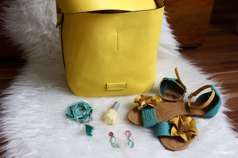 Calvin Klein Stef Soft Small Hobo gelb