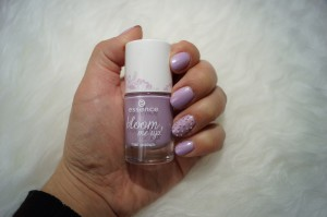 Mein Frühlingslack essence bloom me up! 02 lovely lavender