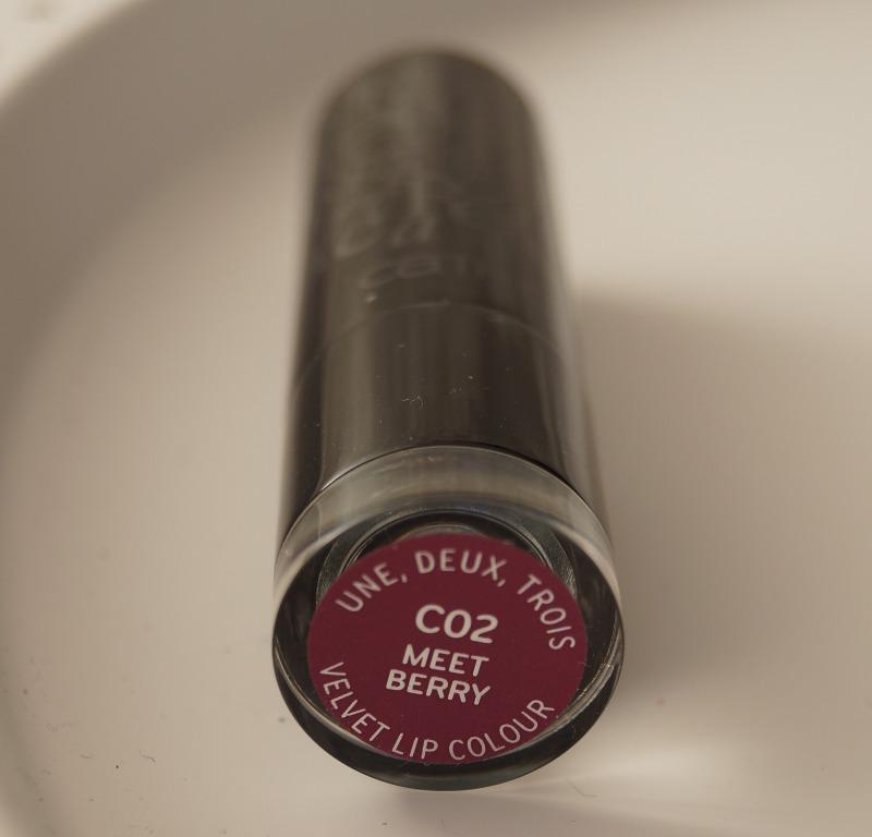 une deux trois velvet lip colour 02 meet berry