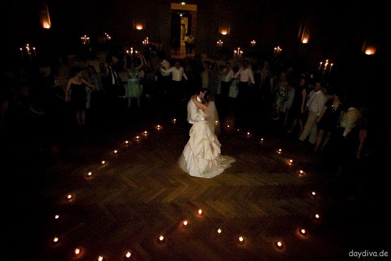 Abschlusstanz im Teelichterherz Hochzeit daydiva