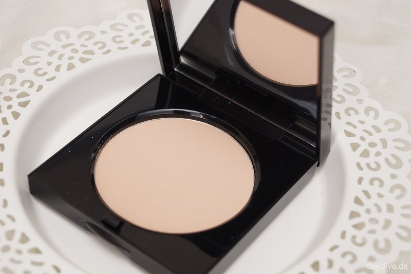 Bobbi Brown 06 Warm Natural Puder