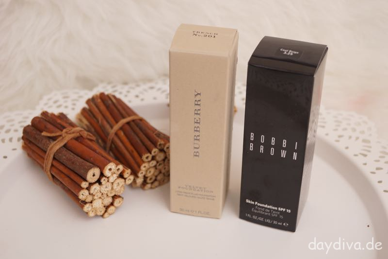 Burberry und Bobbi Brown Foundation im Vegleich