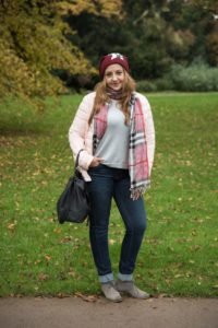Herbstoutfit Steppjacke Jeans Boots