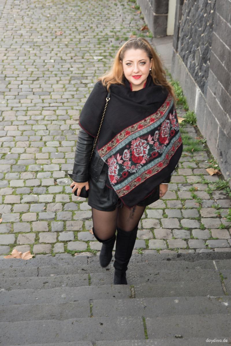 schwarzes Outfit mit Xl Schal in schwarz/rot