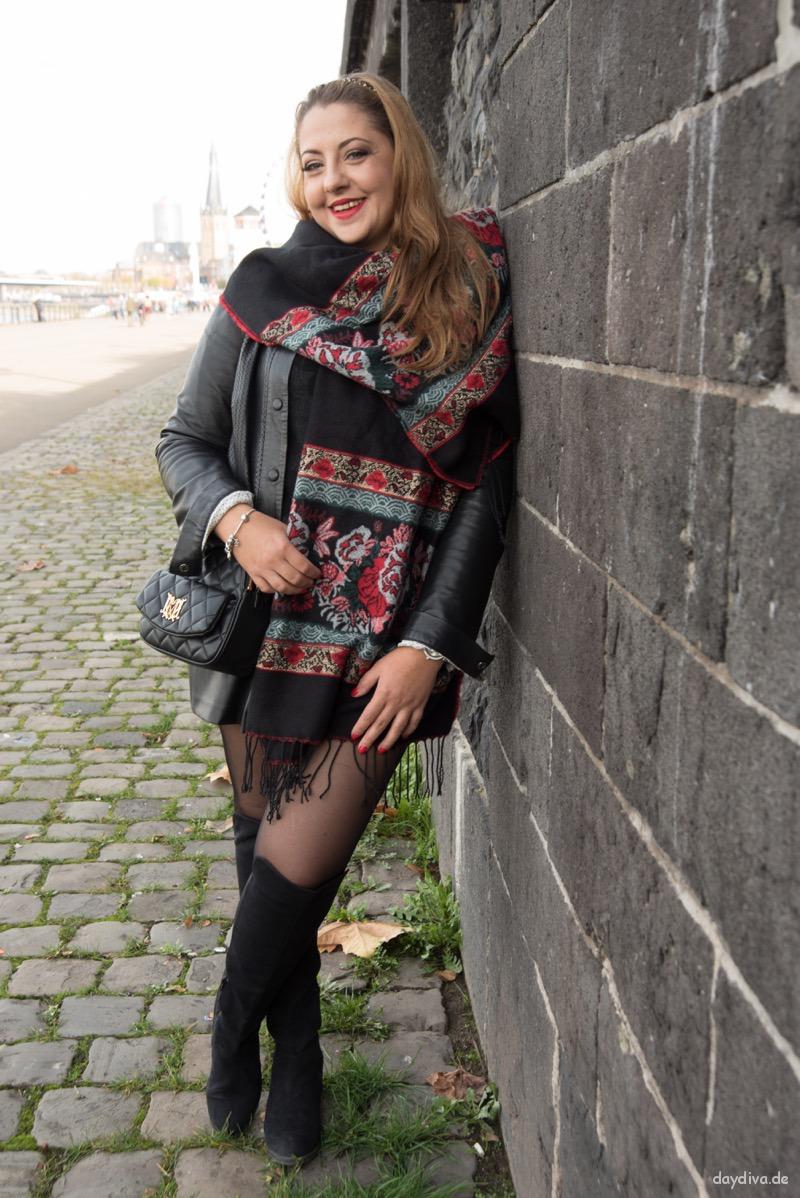outfit Leder Schwarz mit XL-Schal von primark