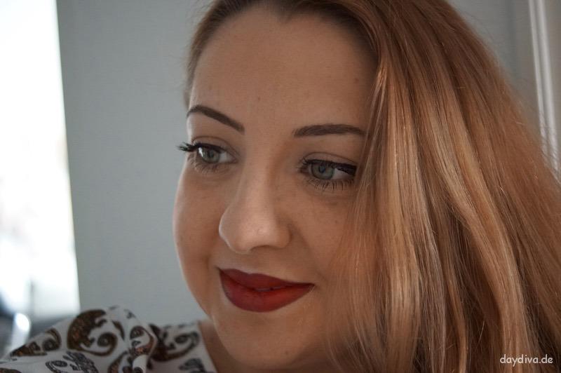 Natural Look mit roten Lippen